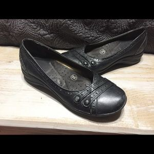 Black size 7.5 hush puppy wedge heels